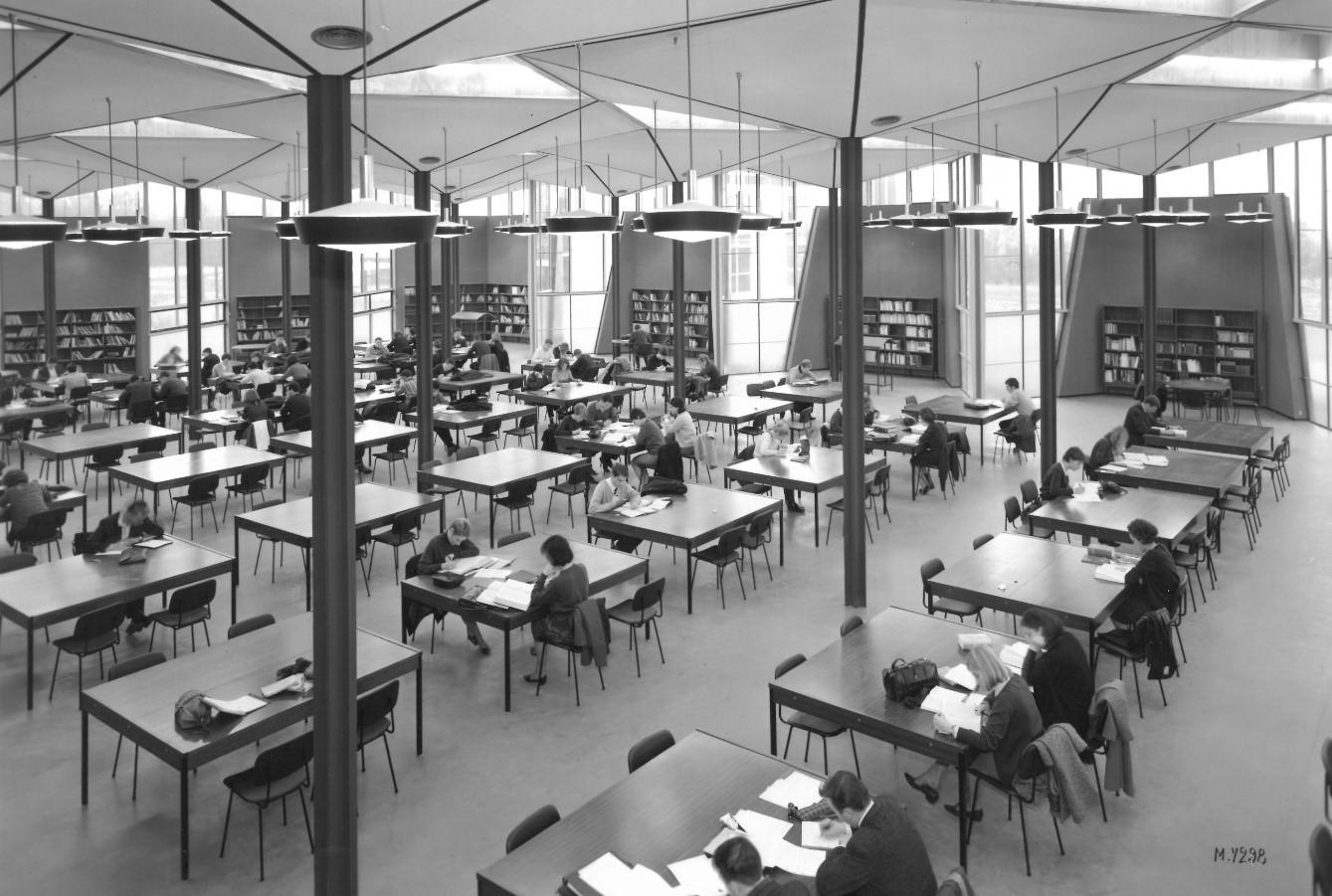Salle de lecture située dans la première tranche de la bibliothèque, 1965